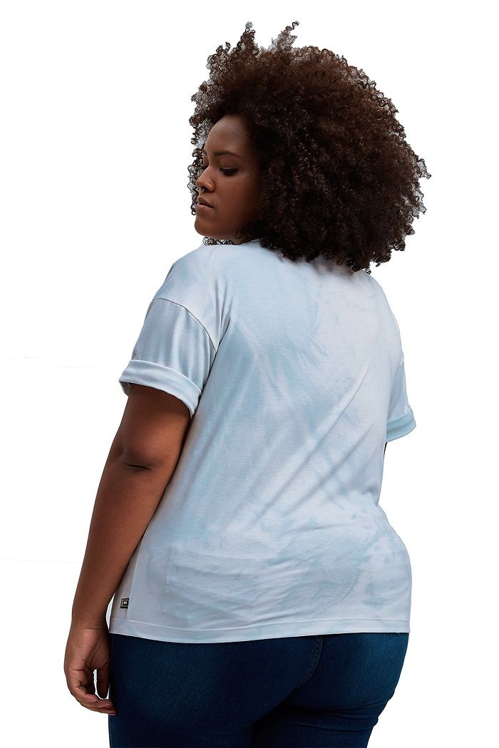 Blusa básica com bolsinho Tiedye Azul Céu Plus Size
