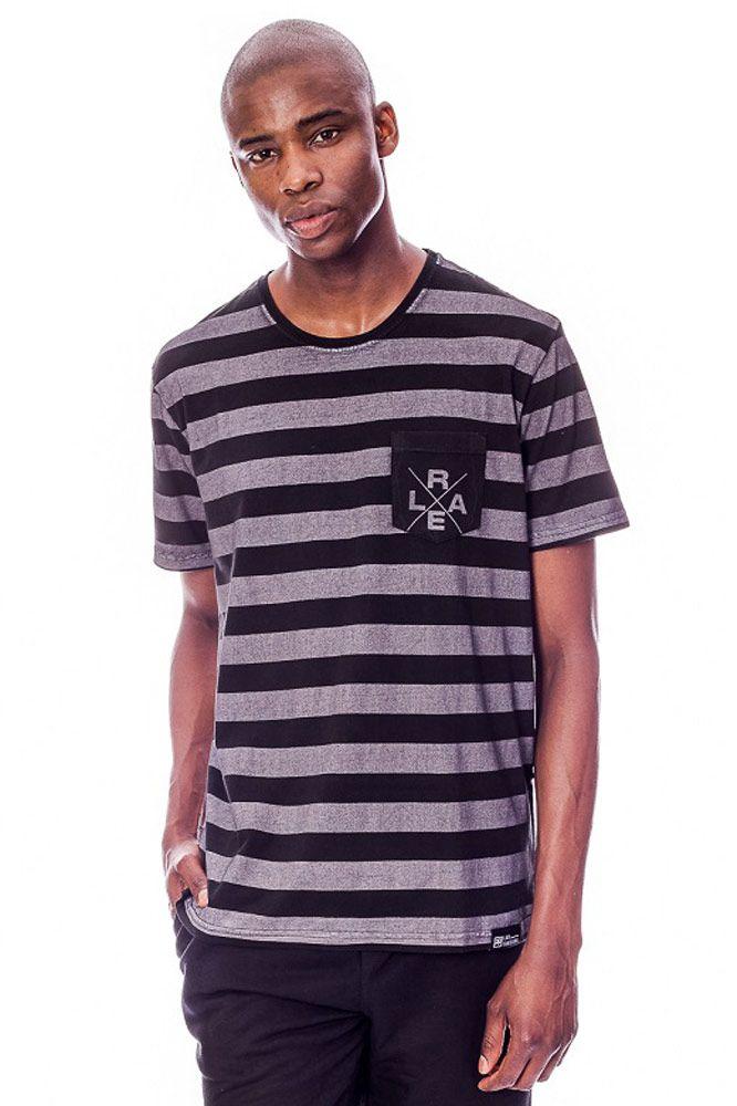 Camiseta com bolso Rael Listrada Preta