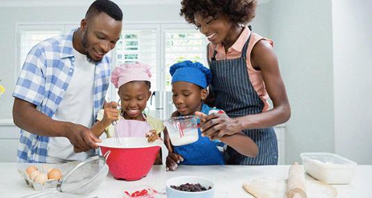 Dê para seus filhos o presente da felicidade. Ensine-os a cozinhar.